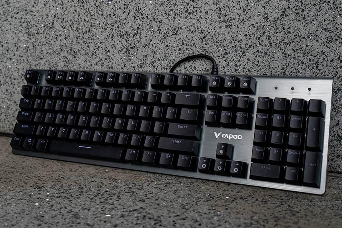 图片包含 键盘, 计算机, 室内, 就坐描述已自动生成