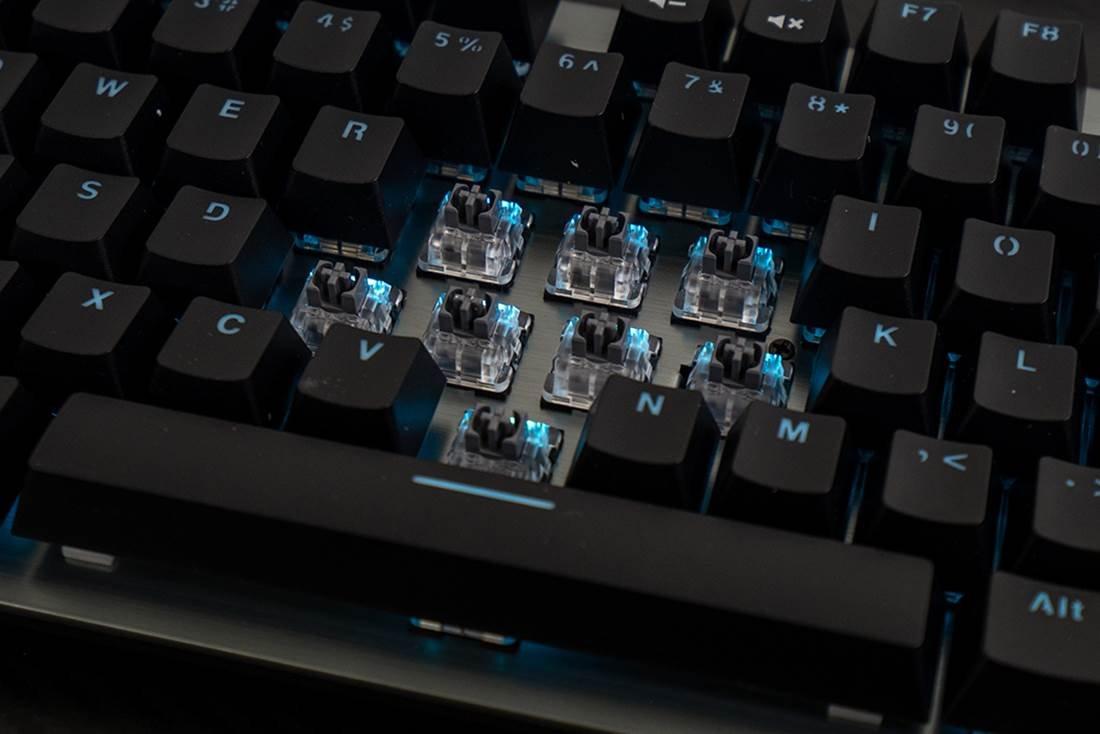 图片包含 键盘, 计算机, 室内, 电子产品描述已自动生成