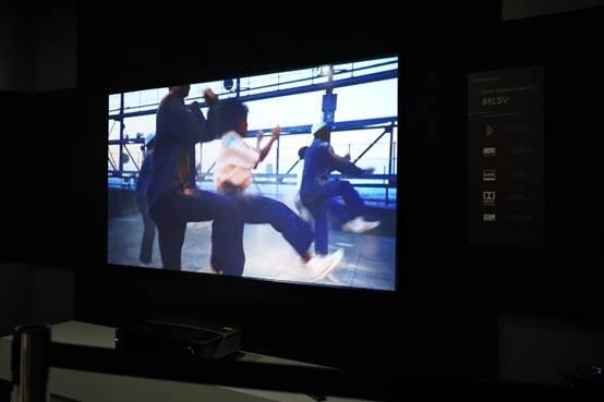 图片包含 电视, 监视器, 室内, 屏幕  描述已自动生成