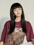 王妍之曝复古文艺写真 穿蕾丝裙优雅美丽-中国女明星