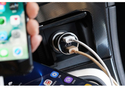 颜值安全性能已上线 公牛数显车载USB充电器