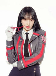 程潇晒cosplay写真 身穿制服耍酷十分帅气-中国女明星