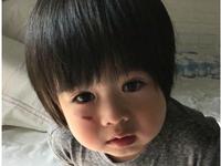 林志颖儿子摔破了脸,水汪汪的大眼睛既惹人怜又惹人爱!