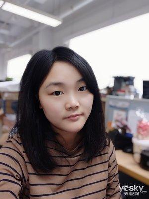 """小米8屏幕指纹版上手:骁龙845加持,""""眼""""明""""芯""""亮"""
