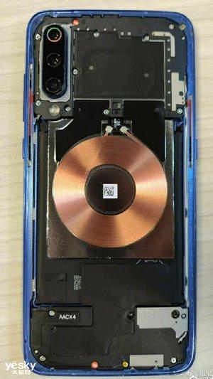 雷军揭秘小米9 20W无线充电技术,MWC2019将有神秘新品发布
