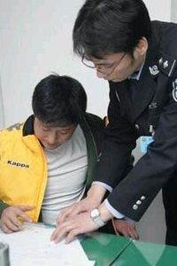 艺人李璨琛因酒驾被捕 十几小时前恰好晒饭局照片!