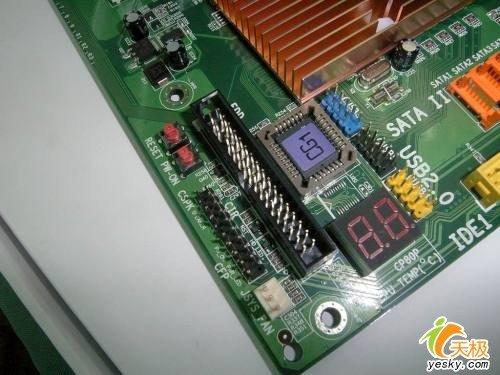 主板供电部分采用4相供电设计,采用了sanyo wg电解电容,并且每相