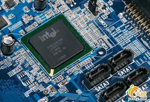 南桥方面,abit IB9搭配的是ICH8南桥芯片,中国封装,不支持RAID功图片