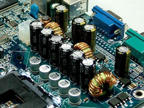 使用了大量高品质滤波电容组成双重滤波电路,保证了主板长时间稳定的