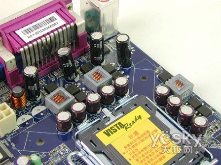 在至关重要的cpu供电电路部分,富士康45cmx主板采用了三相供电