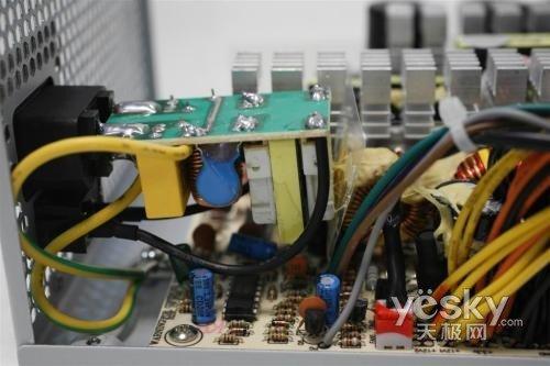 鑫谷劲持400黄金版电源完整的一