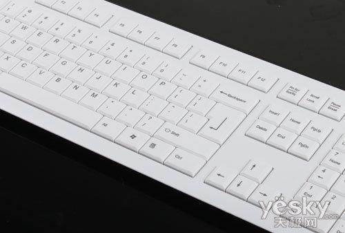 键盘采用较薄的键身设计,按键为超薄键帽设计-时尚的外观 细腻的手
