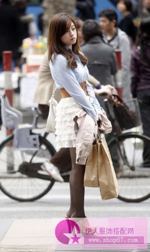 街拍杭州潮流美女夏季服装搭配