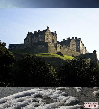 2,给城堡图片加蒙版后用黑白渐变把底部拉上透明效果.