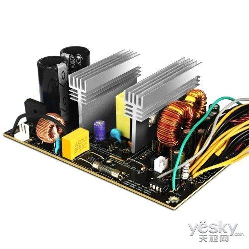 玩家关心的稳定性能也是至关重要的,采用170-264V宽幅电压输入,就算电压不稳,照样能稳定运行。而且多项(过压、欠压、短路、过功率)保护功能,同样能够给您带来硬件的安全;另外游戏悍将为这款电源提供三年换新服务,完全免除您的后顾之忧。