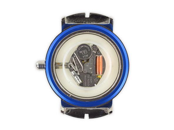 手表表带通过18mm的弹簧夹与表身