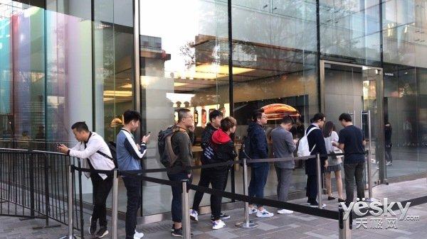 直播回顾|天极网带你现场直击苹果秋季新品开售
