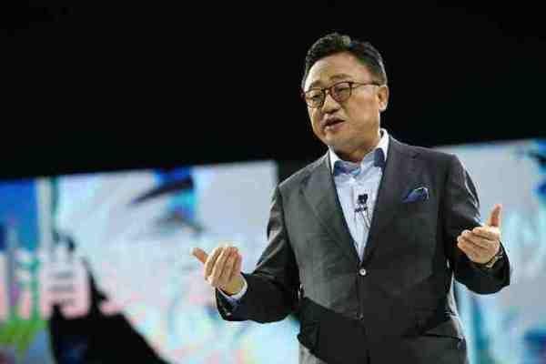 期待!余承东:华为可折叠手机支持5G网络,最快年底推出