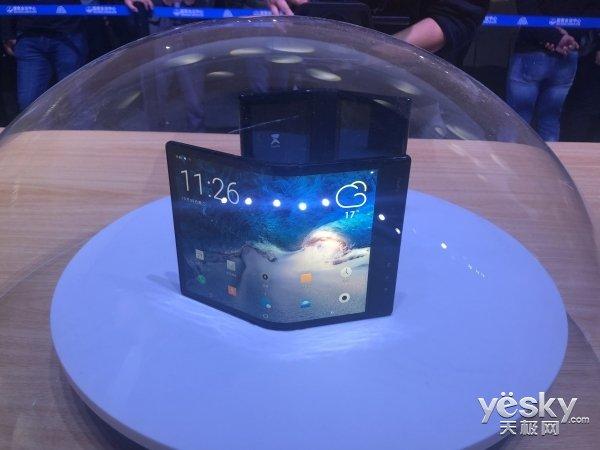 三星确认可折叠屏幕手机明年推出 网友:已经落后国产了