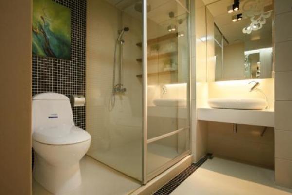 浴室隔断玻璃怎样清洗?淋浴间玻璃隔断清洁妙招教给你