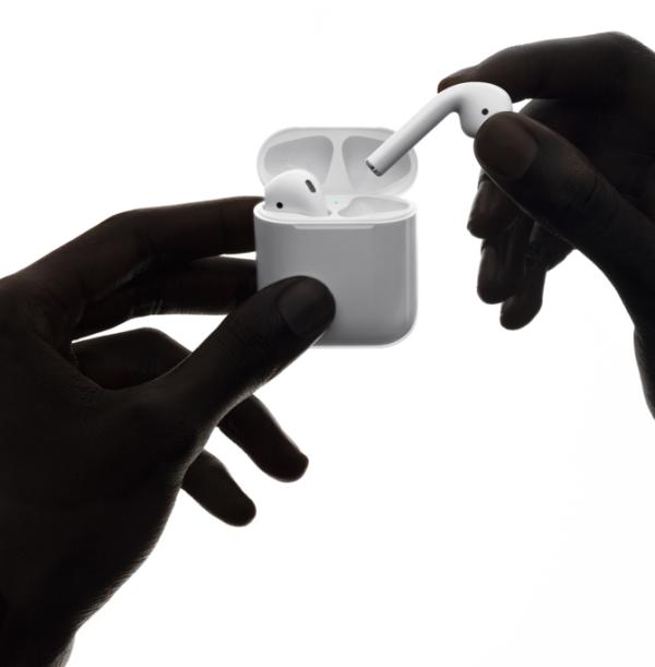 新一代AirPods或将今年面世 无线充电+语音操控