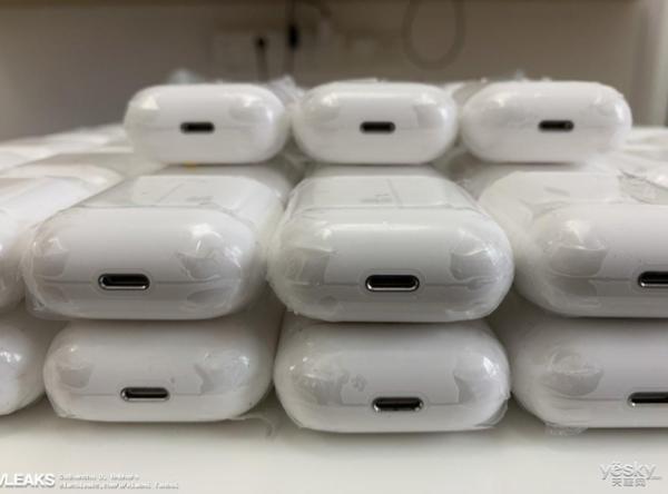 AirPods充电盒遭曝光:即将上线,外形设计保持不变