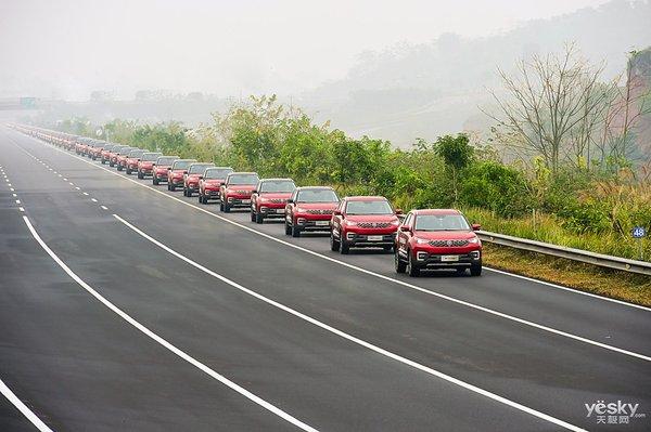 五十五辆自动驾驶车巡游 长安汽车创吉尼斯世界纪录