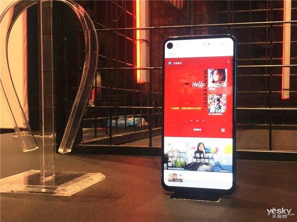 叁星首款剜孔屏顺手机颁布匹:12月最佳已板上钉钉?