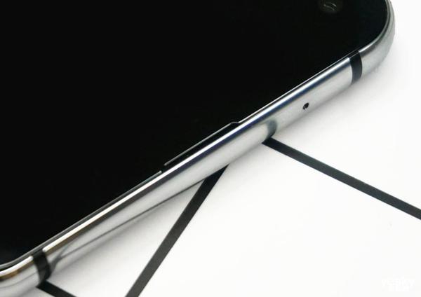 全球首款黑瞳全面屏 银河至尊首页 Galaxy A8s澳门银河游戏平台官网上手体验