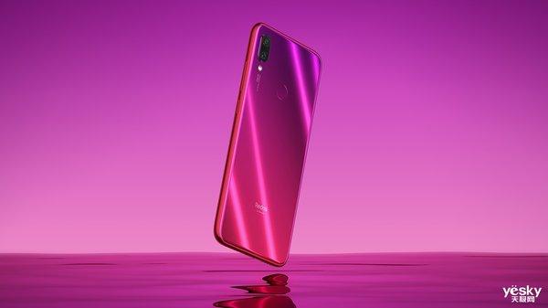 """满载""""猪""""福:春节最佳礼物 高性价比智能手机推荐"""