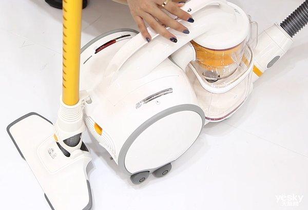 越吸越没劲?AWE展小狗卧式吸尘器S9 PRO完美演绎大吸力