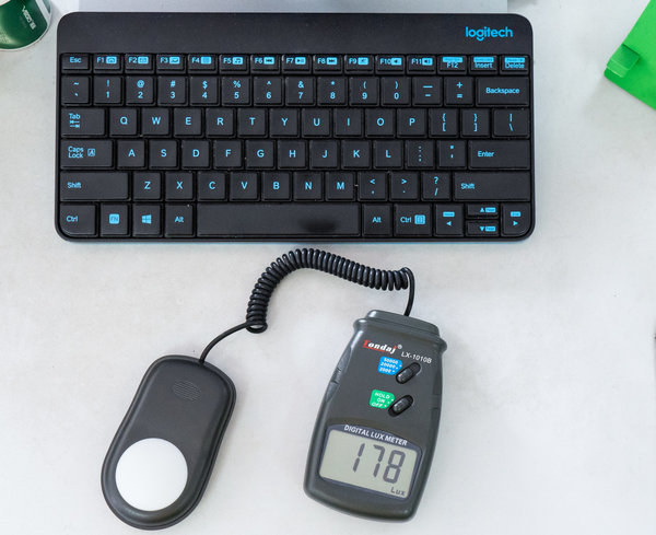 加班人士的护眼黑科技,明基ScreenBar Lite智能笔记本挂灯体验