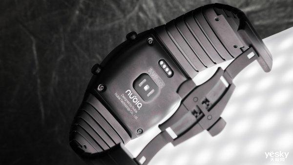 设计炸裂 前所未见 努比亚阿尔法柔屏腕机评测
