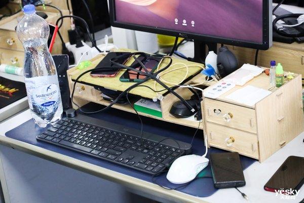 桌面太乱?这款网红插座一定能帮到你!