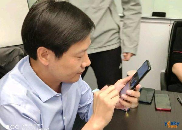 小米正在测试两款弹出式设计的手机:一款红米旗舰,一款小米密西