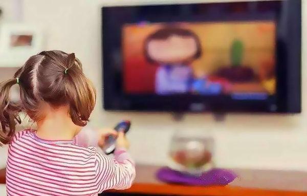 常看手机电视是近视眼的主因?专家:并不是