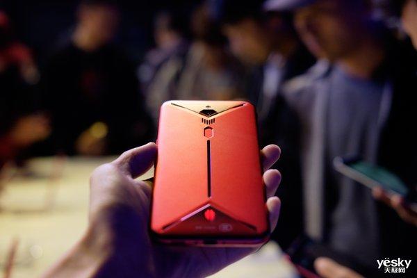 内置风扇!电竞澳门银河游戏平台官网的完美形态 红魔3新机评测