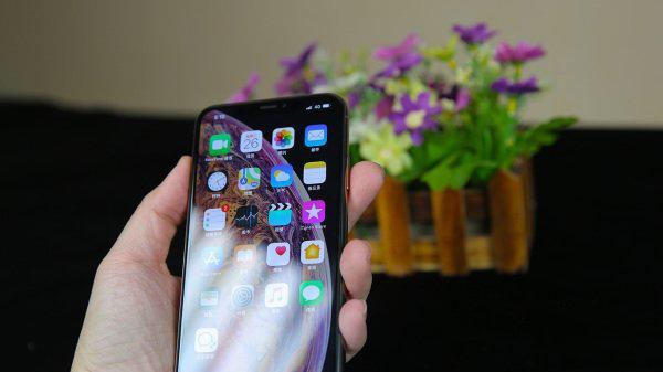 不用再羡慕安卓机了,iPhoneXSMax让你拿起手机轻松点亮屏幕!