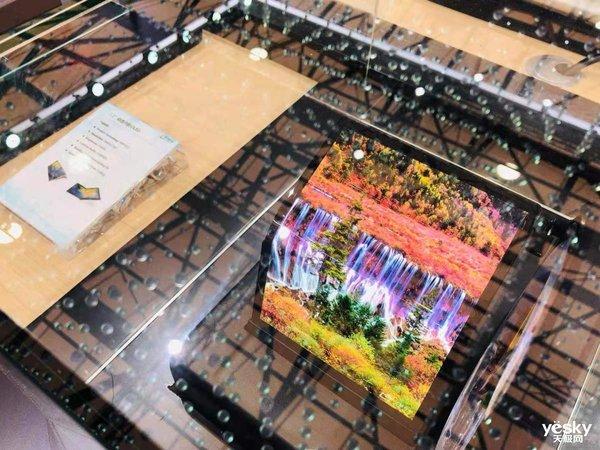 UDE2019:�A星光�展示玻璃背板、百�f分�^背光技�g