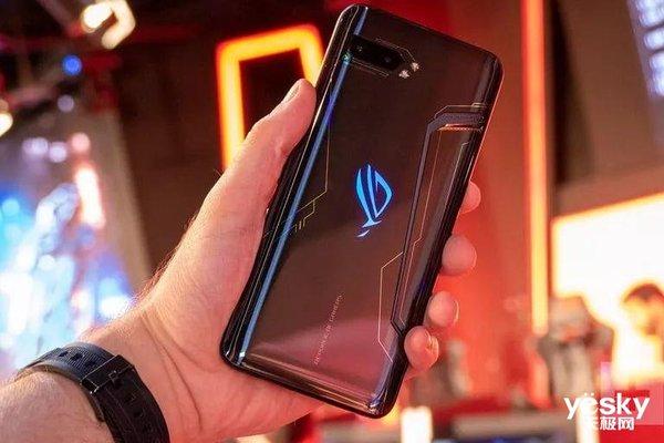 腾讯定制手机火了:ROG游戏手机2一天时间预约量破百万 3499元起