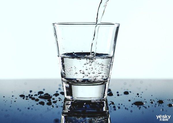 """家电百科:既要保持用水洁净也不能过于""""干净"""" 净水器该如何选择?"""