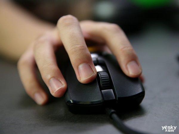 轻盈携手,低调操纵――Razer Viper雷蛇毒蝰鼠标评测