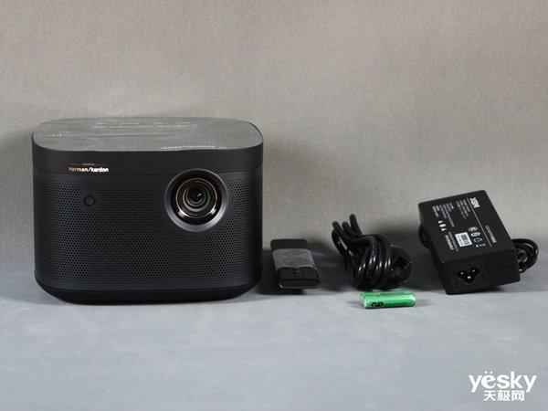 极米Z8X智能投影机评测:无开机广告,内容丰富家用投影品质之选