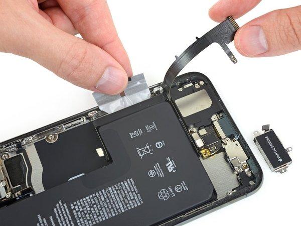 iPhone 11 Pro Max拆解:主板更小电池更大,还有被雪藏的彩蛋