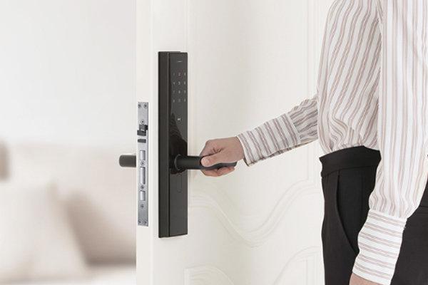 不仅只有防撬报警 智能锁比普通门锁更安全