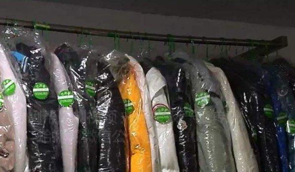 羽绒服脏了怎么洗?洗衣机靠谱还送什么干洗店