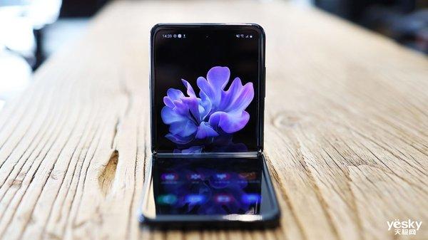 Galaxy Z Flip的超薄玻璃盖板你