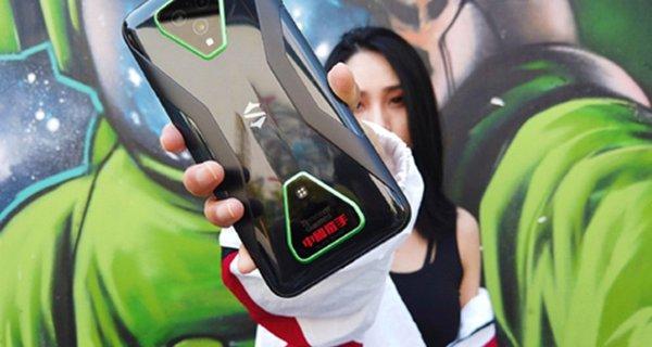 """黑鲨再度携手李宁:""""中���x手""""定制款腾讯黑鲨游戏手机3 Pro迎首销"""