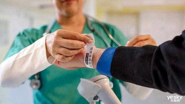 斑马技术推出全新舒适型搭扣医疗腕带