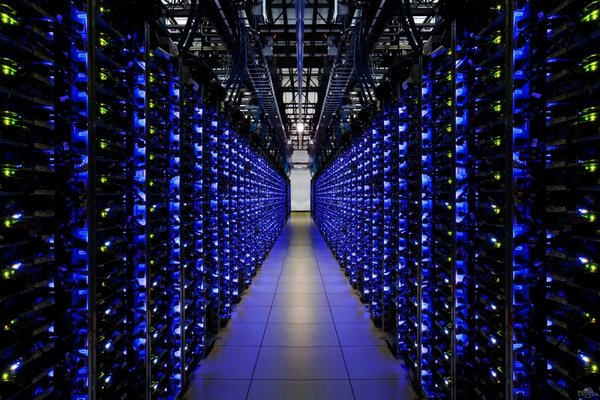 两会催新基建迅速落地 数据中心建设恐成最大赢家
